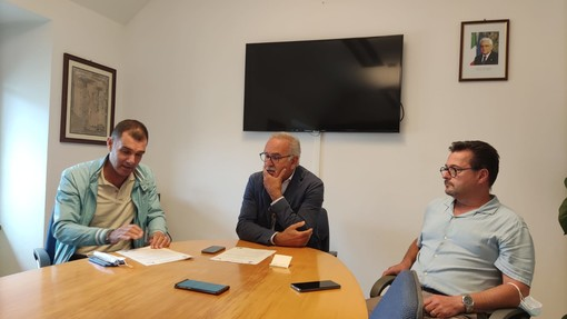"""Pietra, parola d'ordine programmazione. Lavori pubblici per 7,6 milioni di euro, De Vincenzi: """"Un'idea chiara di quello che ci vuole per il paese"""" (VIDEO)"""