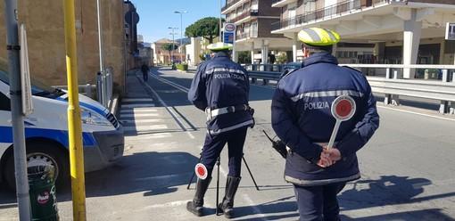 """Zona rossa, controlli della polizia locale a Savona. Comandante Aloi: """"Troppa gente in giro, vengano rispettate le regole"""""""