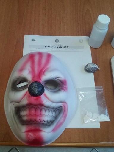 Ceriale, blitz della Polizia Municipale all'interno dell'ex Residence Harmony: droga e maschera horror (FOTO)