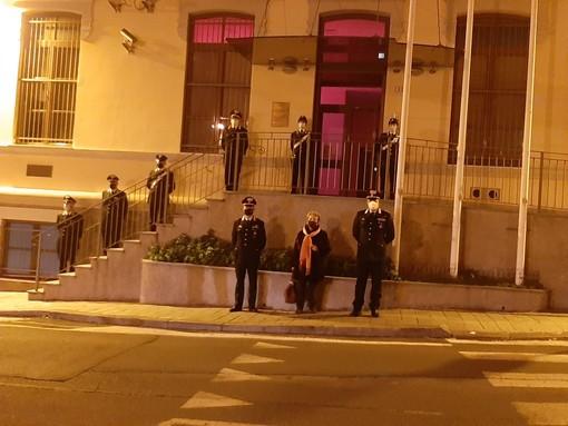 """Savona, illuminata di arancione la caserma e la """"Stanza tutta per sé"""" del comando provinciale dei carabinieri"""