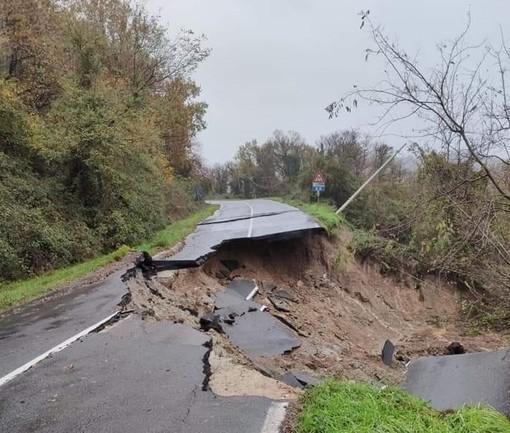 Savona, crollata la strada in via san Bartolomeo del Bosco (FOTO)
