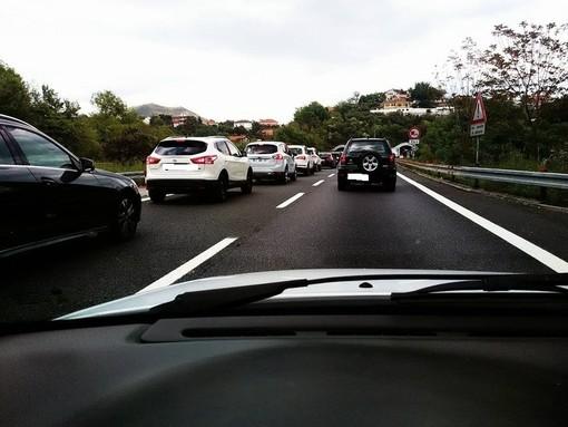 Rientro dal weekend in Riviera: 6 km di coda tra Borghetto e Pietra