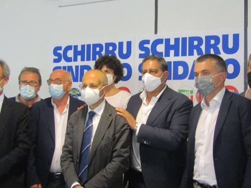 Savona, giù i veli sul candidato del centrodestra per le comunali: sarà il dottor Schirru (FOTO e VIDEO)