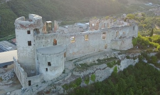 """Finale Ligure: """"L'uomo nell'ombra"""", spettacolo itinerante all'interno del Castel Govone"""