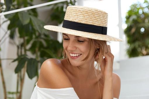 Il cappello di paglia è la tendenza dell'estate. Quale modello scegliere?