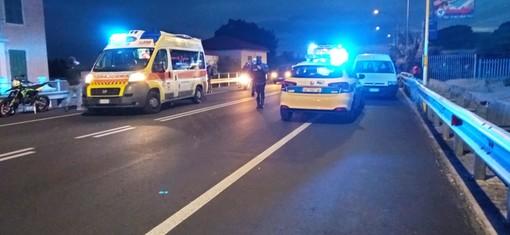 Ceriale, auto urta un gruppetto di giovani centauri sulla via Aurelia: due feriti in codice giallo