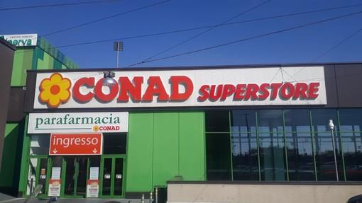 """Savona, riapre completamente ristrutturato il Conad Superstore presso """"Le Officine"""""""