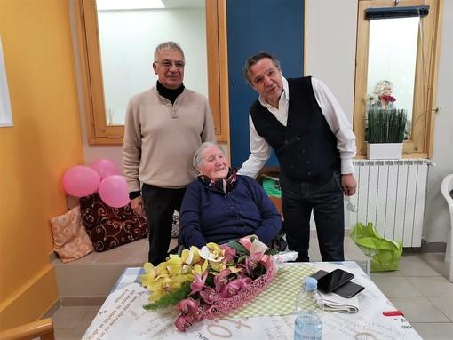 """La bella storia di Benedetta, che ad Alassio festeggia 102 anni e svela: """"Il segreto è l'aria buona della Fenarina"""""""
