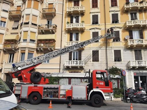 Savona, caduta calcinacci in corso Colombo: vigili del fuoco mobilitati (FOTO)