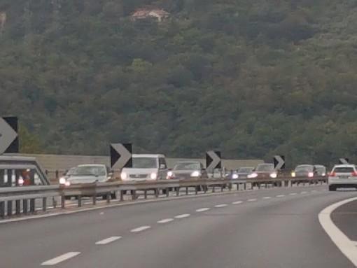 Prima domenica autunnale: 22 km di coda tra Pietra Ligure e Savona (FOTO E VIDEO)