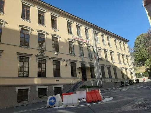 """""""No alla violenza sulle donne"""": la caserma dei carabinieri di Savona si illumina di arancione"""