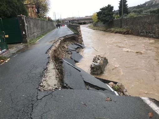 Albisola Superiore, crollata la strada in via della Rovere (FOTO e VIDEO)