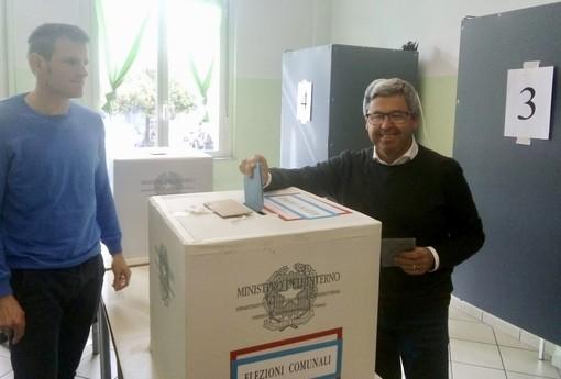 Albenga, il candidato sindaco Gerolamo Calleri ha votato