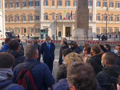 """Ristoratori in piazza, Cassinelli e Bagnasco (Forza Italia): """"Lavorare è un diritto, serve un calendario delle riaperture"""""""
