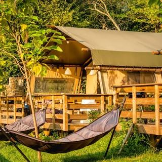 Prenota il tuo soggiorno nelle tende safari di Isolabona: natura, relax e piscine al Camping delle Rose