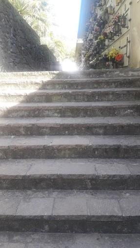 """Cimitero di Celle Ligure inadatto per i disabili. La segnalazione: """"Troppe scale. Non voglio far polemica, ma una riflessione"""""""