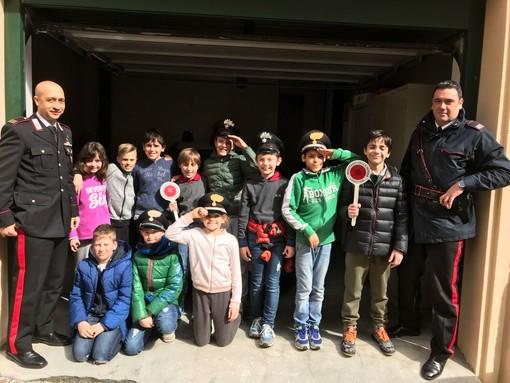 Foto di gruppo con i sottufficiali della stazione laiguegliese