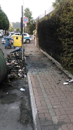 Albenga: 3 cassonetti a fuoco in via Bologna