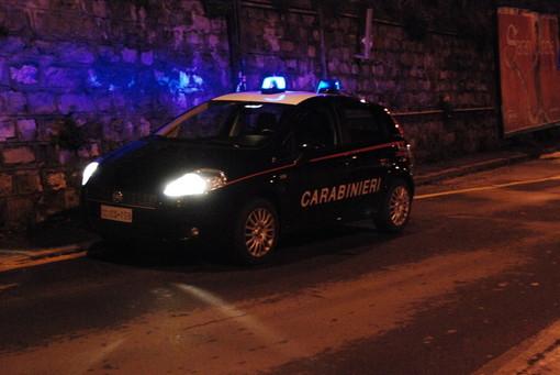 Albenga, discussione sfocia in lite nel centro storico: uomo ferito ad una gamba