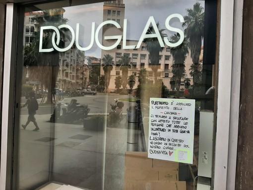 """Savona, serranda abbassata per la profumeria Douglas di via Venezia. Le ex dipendenti: """"Lasciamo un pezzetto del nostro cuore"""""""
