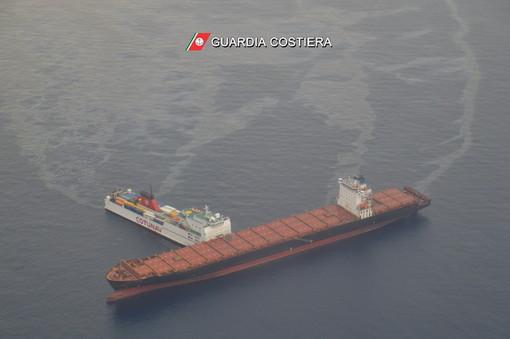 Collisione navi: simulazioni Arpal indicano spostamento a ovest di chiazze di grezzo al largo della Riviera di Ponente