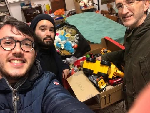 Cairo, la Consulta Giovanile consegna i giocattoli raccolti alla Caritas Parrocchiale
