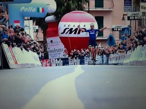 Il cielo è azzurro sopra Laigueglia: Ciccone con la maglia della Nazionale si aggiudica il Trofeo