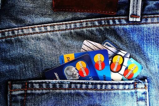Aumenta l'uso di carte prepagate tra gli italiani