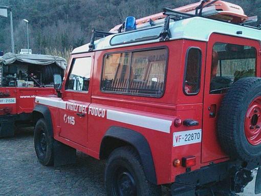 Alberi pericolanti causa neve lungo la Ss 334 del Sassello: vigili del fuoco in azione