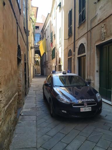 Albenga, fornitore di droga arrestato dai carabinieri: era ai domiciliari in un'abitazione in via Roma