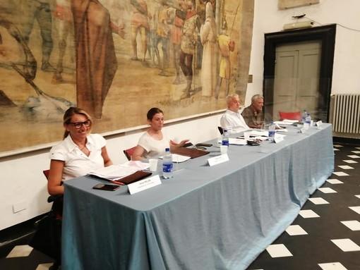 Albenga, approvate alcune variazioni di bilancio: attenzione a edilizia scolastica, progettazione e patrimonio