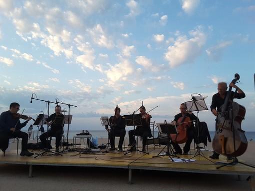 Andora: concerto all'alba sul molo Thor Heyerdahl con i musicisti del teatro Carlo Felice di Genova