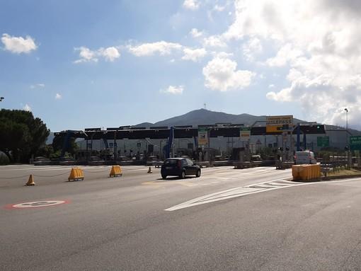 Strade ed autostrade non sono strapiene ma i turisti del primo weekend post Covid sono in viaggio