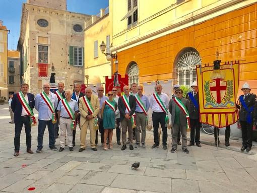 Albenga e il comprensorio ingauno uniti in un minuto di silenzio per le vittime del crollo del ponte Morandi (FOTO e VIDEO)