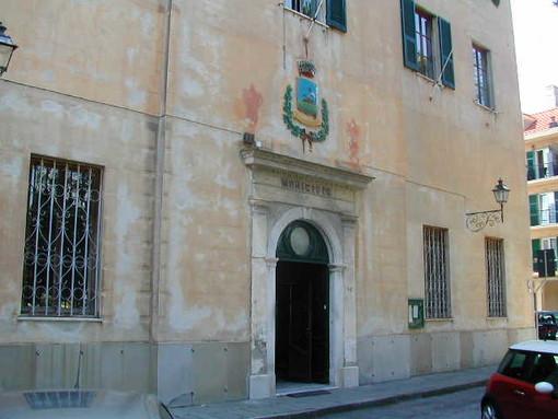 Albisola, l'arte approda in piazza Dante Alighieri con le opere di Paolo Anselmo e il progetto di Jean Blanchaert