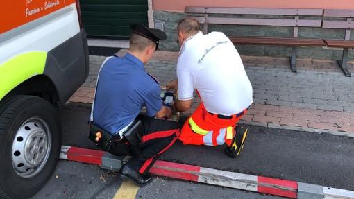 Albenga, manometteva le colonnine per la ricarica elettrica delle ambulanze con l'intento di ricaricarsi il cellulare: fermato dai carabinieri