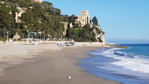 Finale, presto si potrebbe tornare a godere della tintarella: possibile la revoca dell'ordinanza che vieta la sosta sulle spiagge