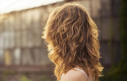 Tagli e colori per un inverno 2020 dai capelli super glamour