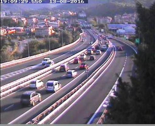 Giornata da bollino nero: traffico intenso sulla A10 e al bivio con la A6