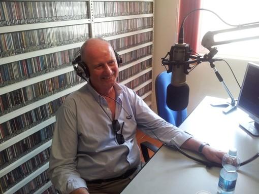 Enzo Canepa negli studi di Radio Onda Ligure 101