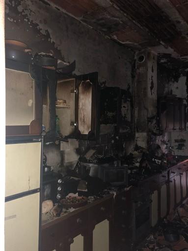 Cucina a fuoco in via De Gasperi ad Albenga, una persona lievemente intossicata
