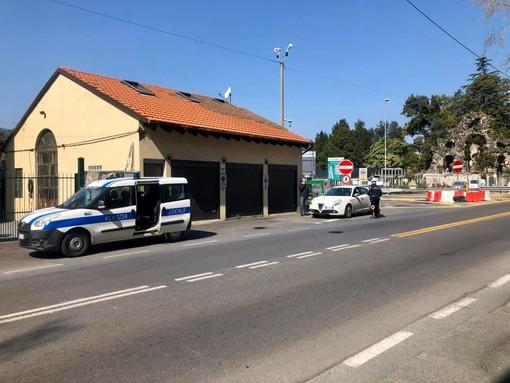 Albisola, controlli della polizia locale all'uscita del casello e sulla strada provinciale (FOTO)