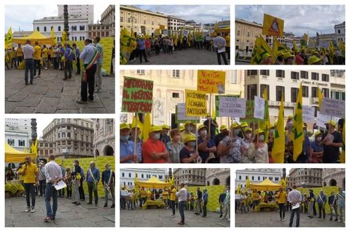 """Coldiretti, agricoltori scendono in piazza De Ferrari per protestare contro l'invasione dei cinghiali: """"Situazione fuori controllo"""" (FOTO e VIDEO)"""