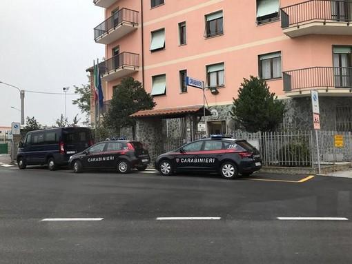 Entra in casa della madre, poi aggredisce i carabinieri: in manette un 18enne di Carcare