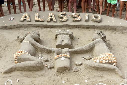 Alassio: mare sempre più allungato sulla costa, ma questo non spaventa l'evento sui castelli di sabbia