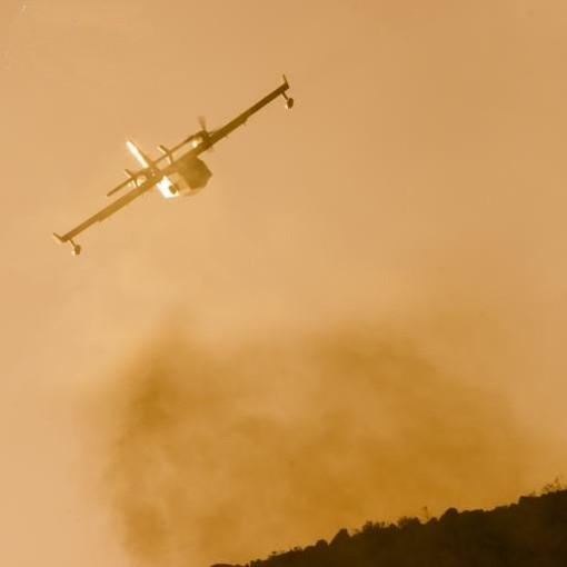 Incendio a Cisano sul Neva in frazione Cenesi: rischierati anche un idrovolante e un elicottero