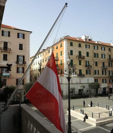 Savona: il Comune abbassa le bandiere a mezz'asta dopo la tragedia congolese