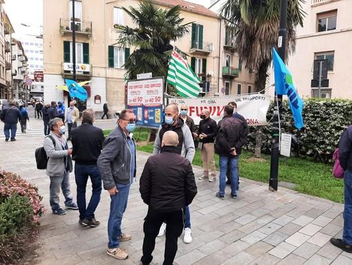 """Funivie, presidio dei lavoratori e vertice in Prefettura a Savona. I sindacati: """"Vogliamo risposte urgenti dal Ministero, famiglie in attesa di un futuro"""" (FOTO e VIDEO)"""