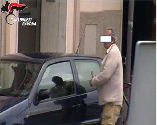 Favoreggiamento e sfruttamento della prostituzione, arrestato 64enne savonese