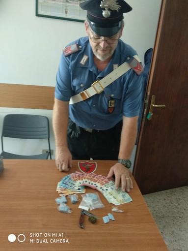 Chetamina, hashish, cocaina e un coltello: i carabinieri di Alassio arrestano 2 torinesi